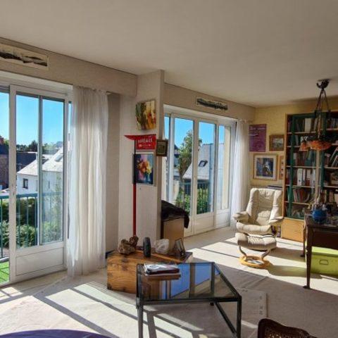 Appartement lumineux avec balcon et vue dégagée